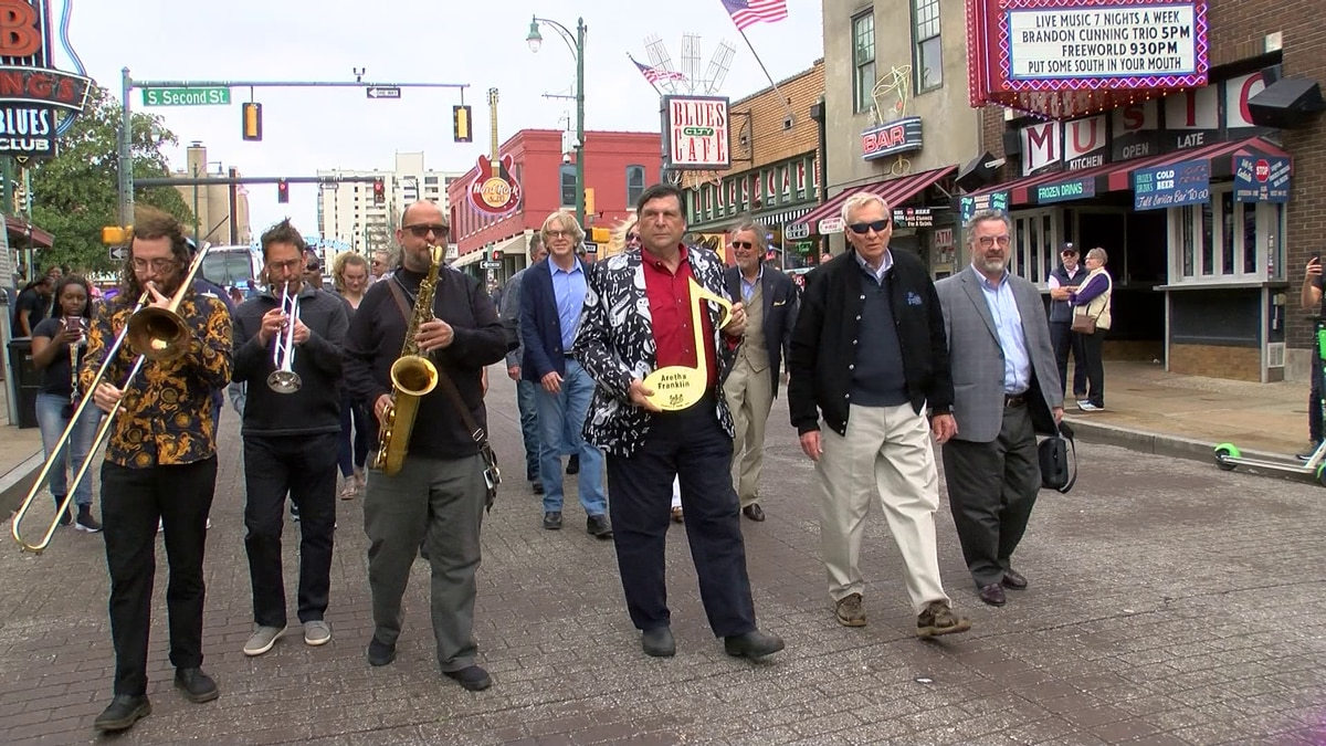 Aretha Franklin receives brass note on Beale Street