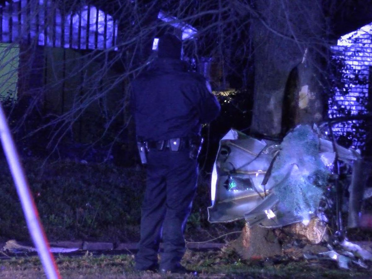 MPD officer appears to be injured after crash in Parkway Village