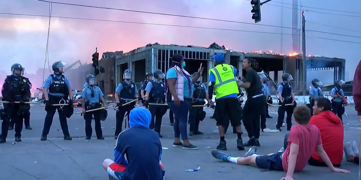 GRAPHIC: Looting, fires rock Minneapolis after man dies in custody