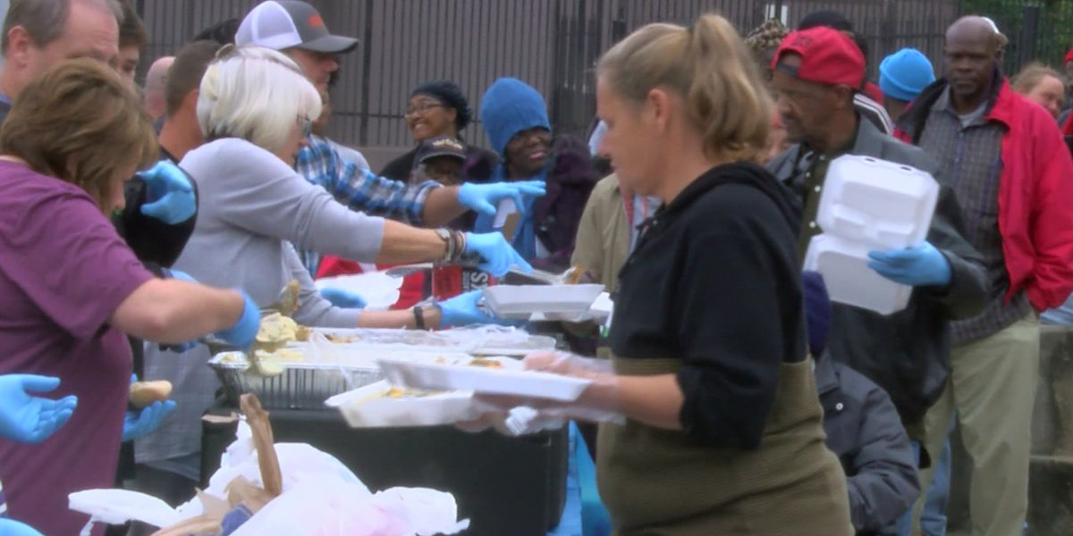 Volunteers serve up Thanksgiving meal for homeless