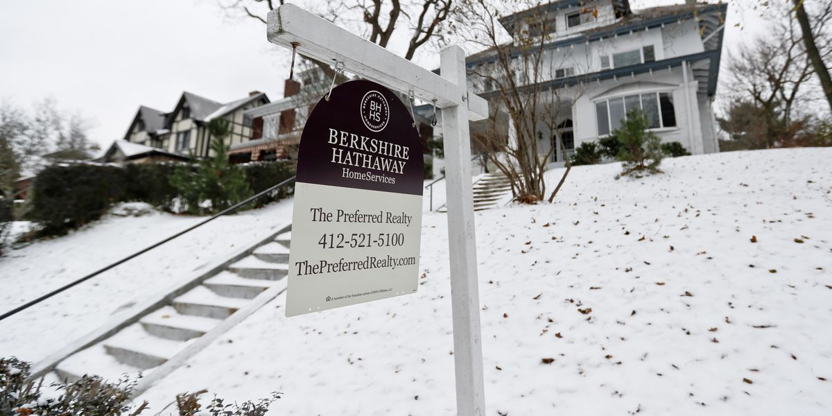 US pending home sales slipped 0.7 percent in November