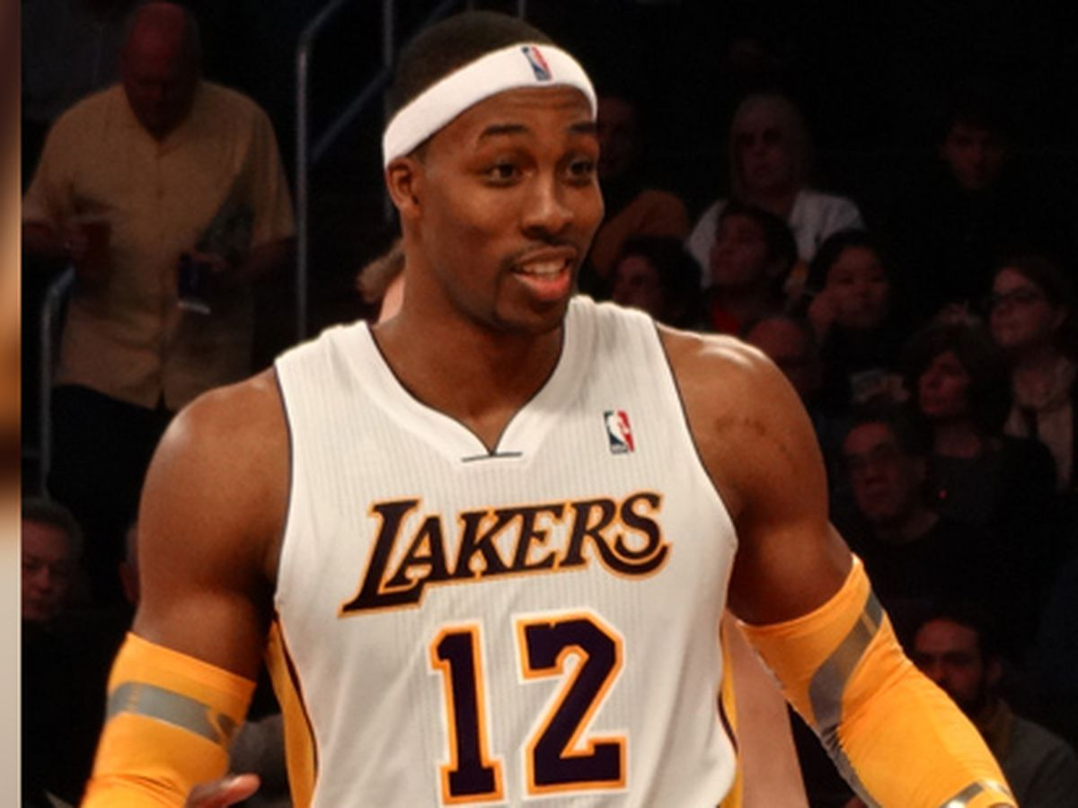 Lakers eyeing Howard to fill center spot