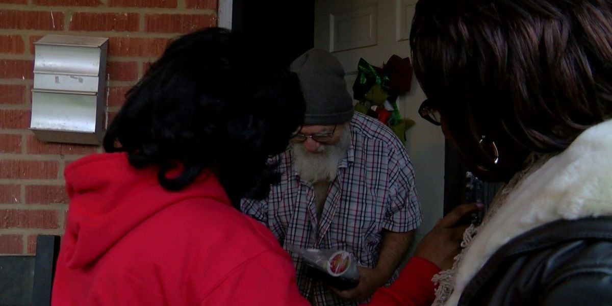 Volunteers hand out Christmas meals for those in need
