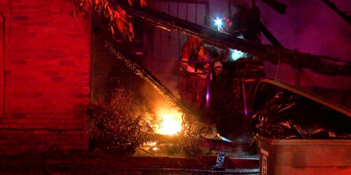 5 escape early morning house fire