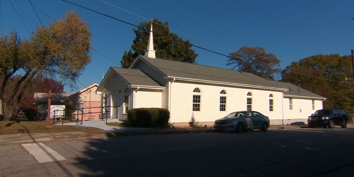 Police: White teen girl aimed to attack black Georgia church