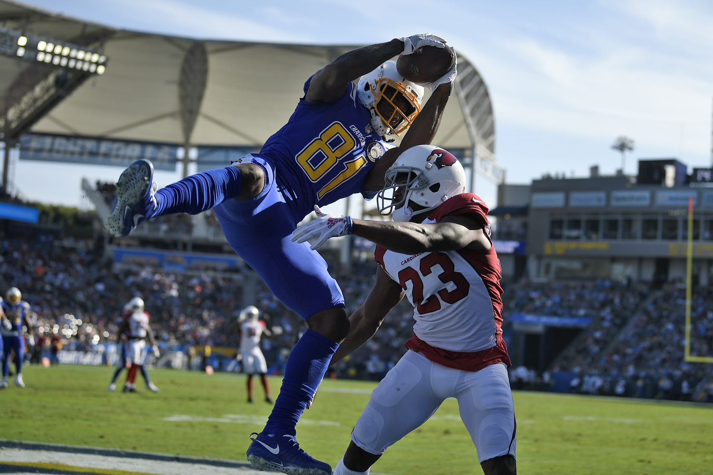 Los Angeles Chargers wide receiver Mike Williams (81) makes a touchdown  catch over Arizona d65e67ffa