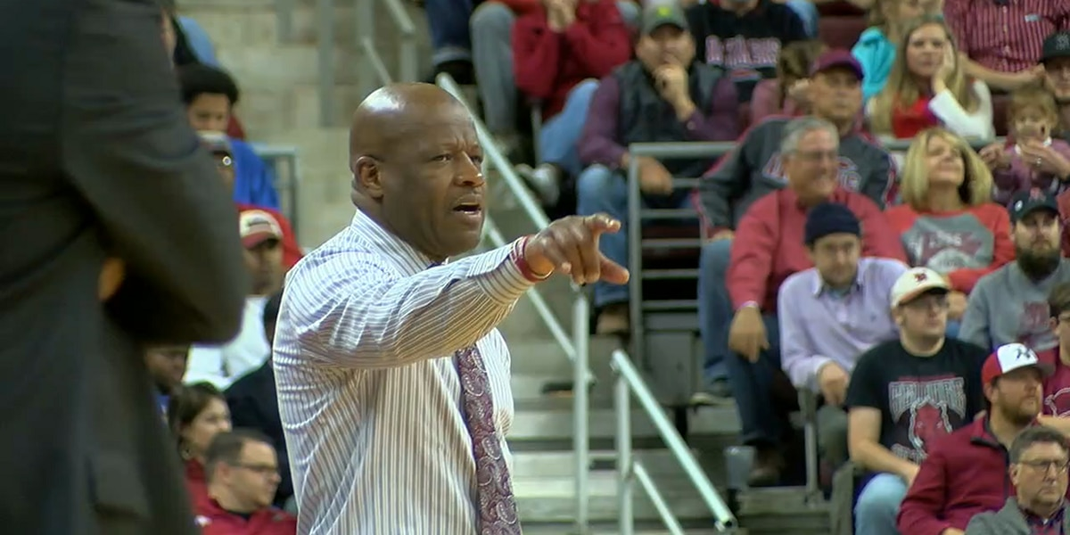 Mike Anderson out as Arkansas men's basketball coach