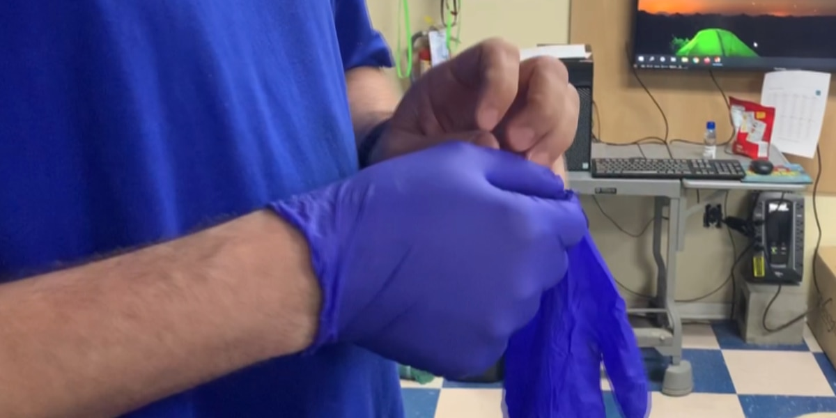 Professionals say your gloves may not protect you if you wear them wrong