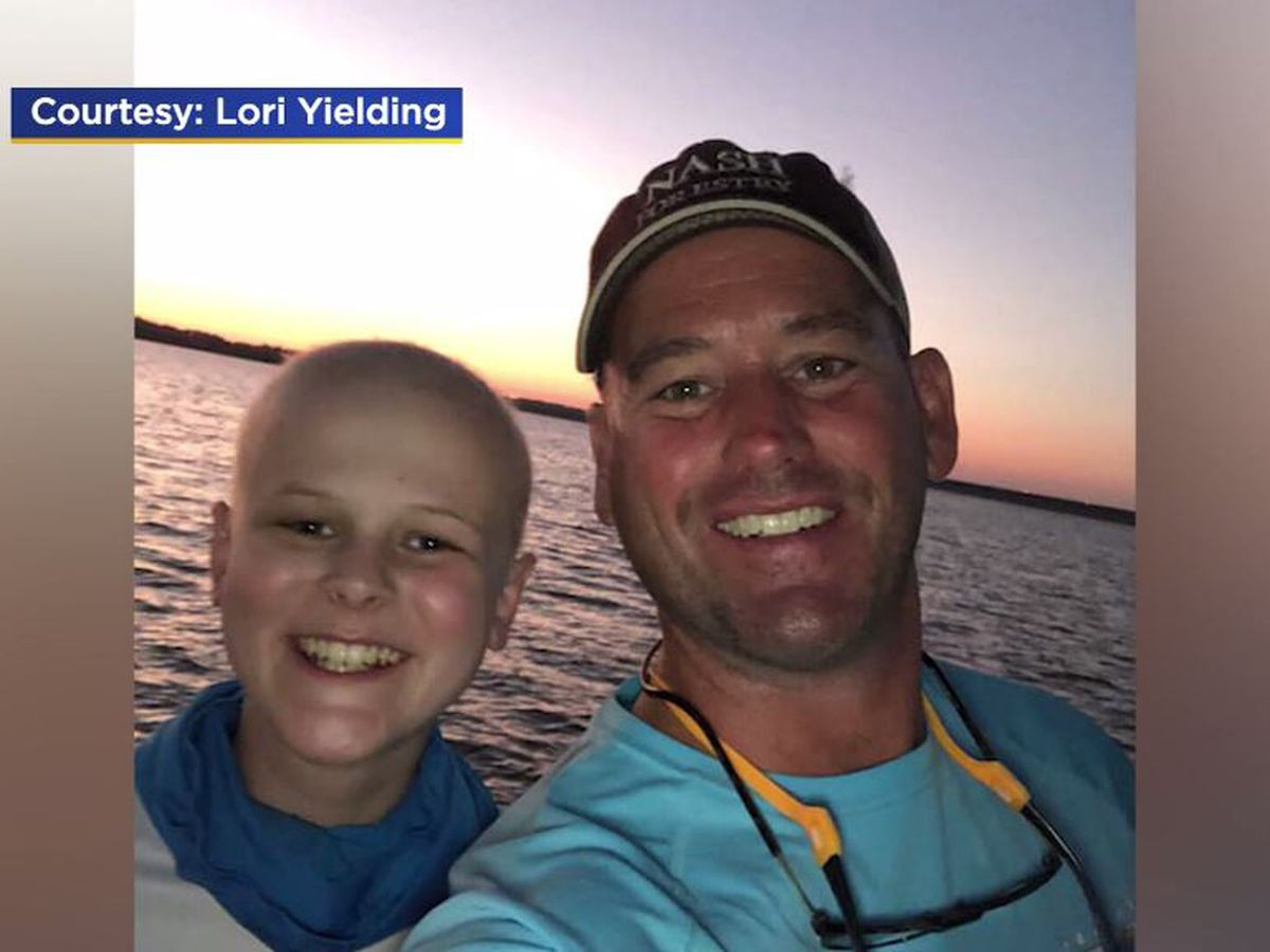 Dad dances outside hospital to cheer up, connect with son during chemo