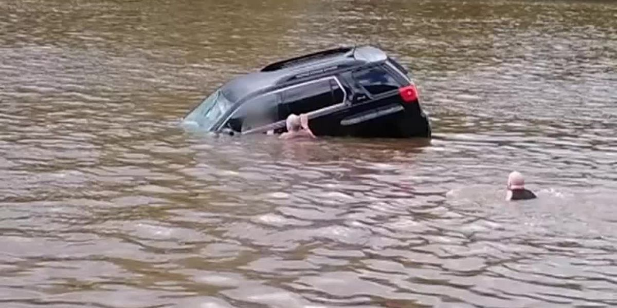 Video: Woman rescued from sinking vehicle