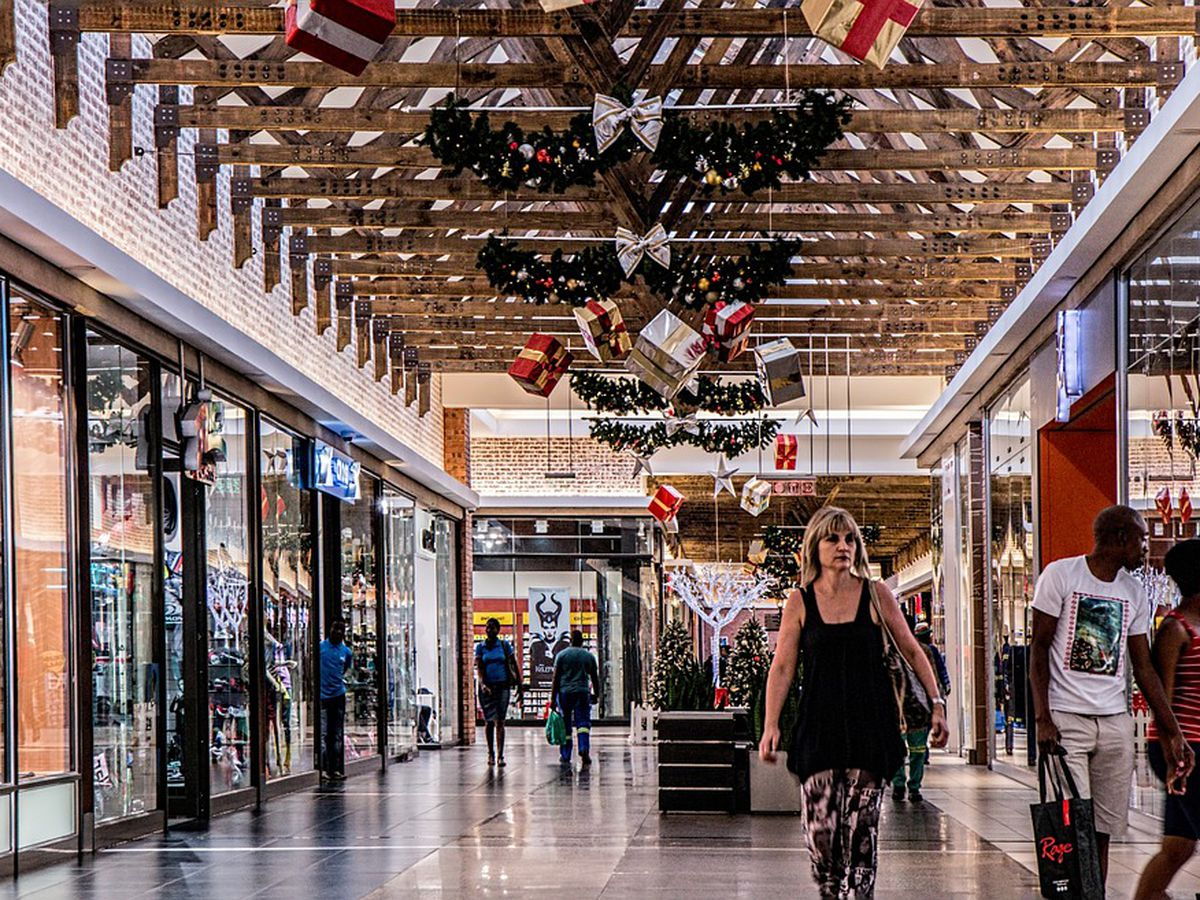 Consumers expected to spend $1 trillion this holiday season