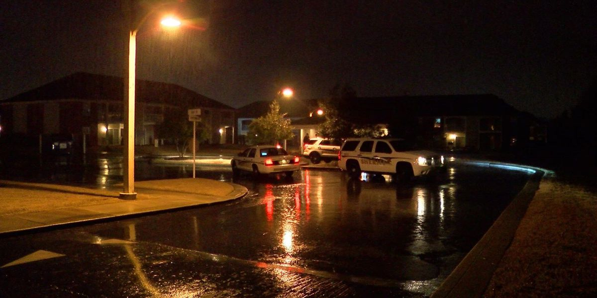 2 critically wounded in apartment complex shooting