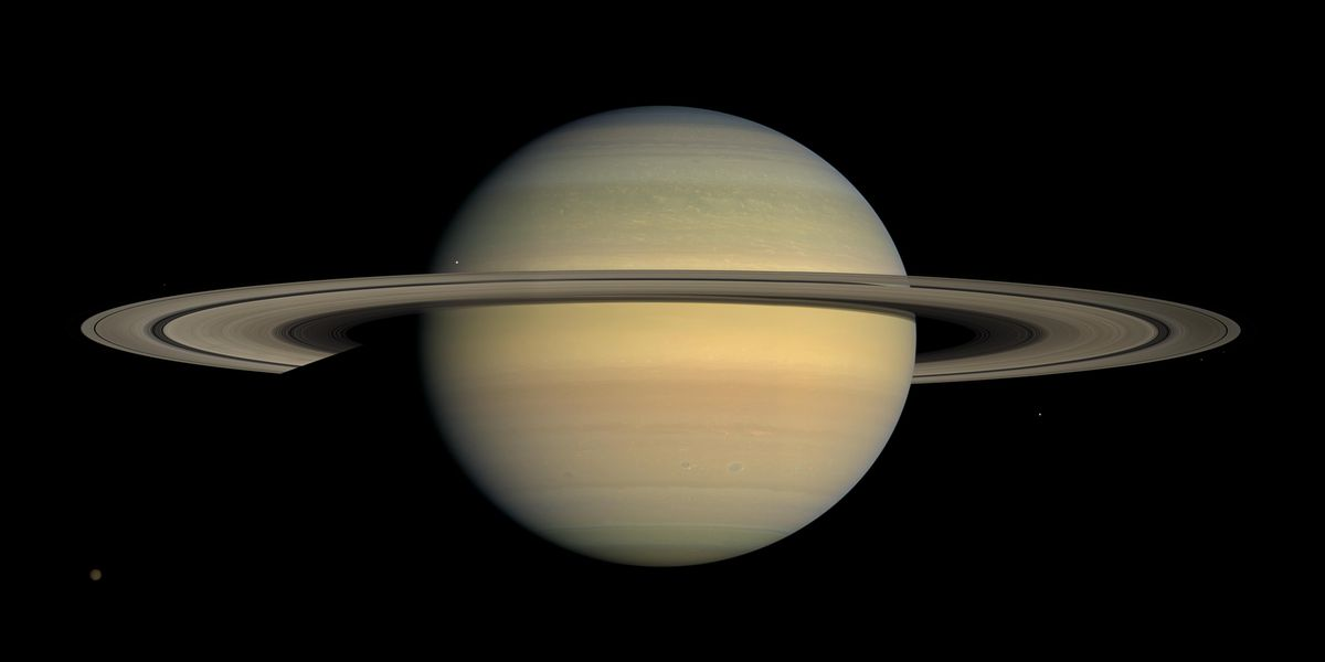 Saturn and full moon shine bright this week