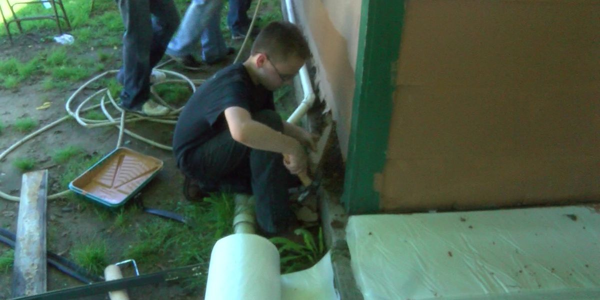 Teens renovate West Memphis houses for free
