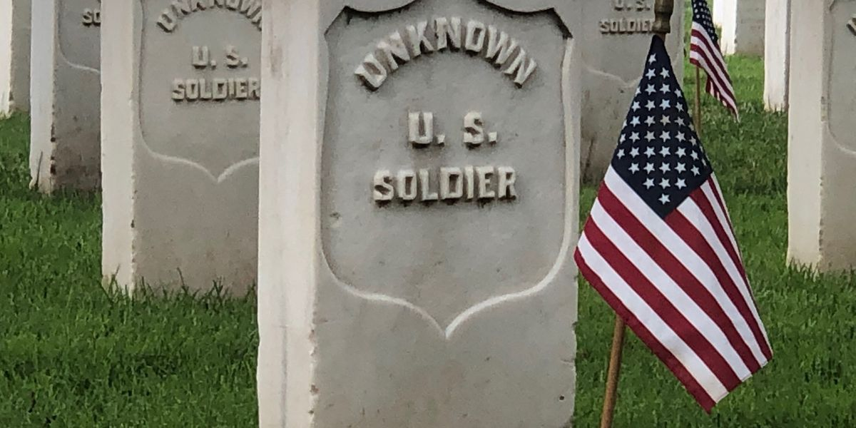 Woman honors unknown soldiers