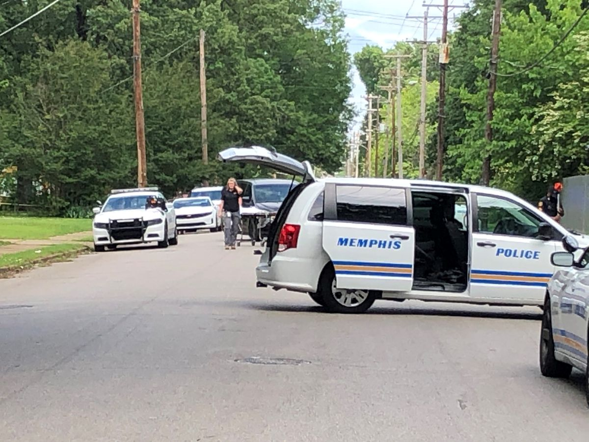 Cyclist dies after hit by vehicle on Bayliss Ave. in Memphis