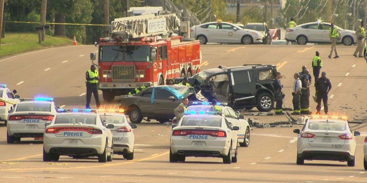 1 dead, 3 injured in crash on Shelby Dr