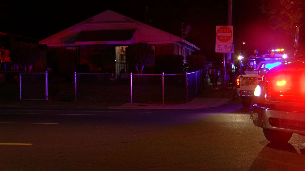 Car crashes into house during carjacking attempt
