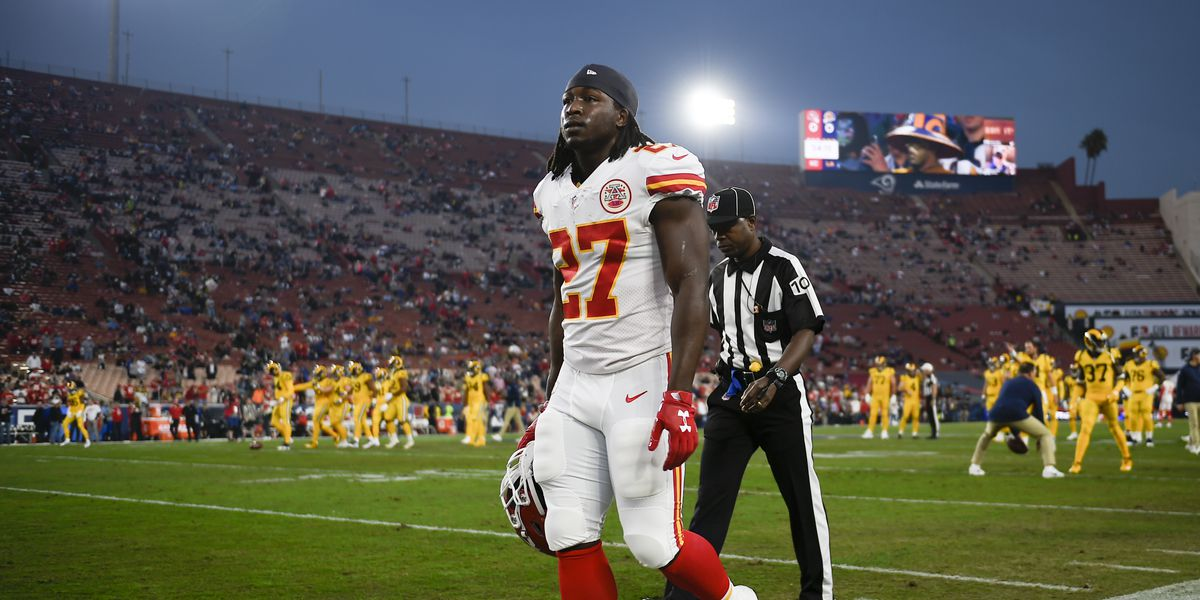 UPDATE: Kareem Hunt seen shoving, kicking woman at Cleveland hotel; Chiefs release star from team