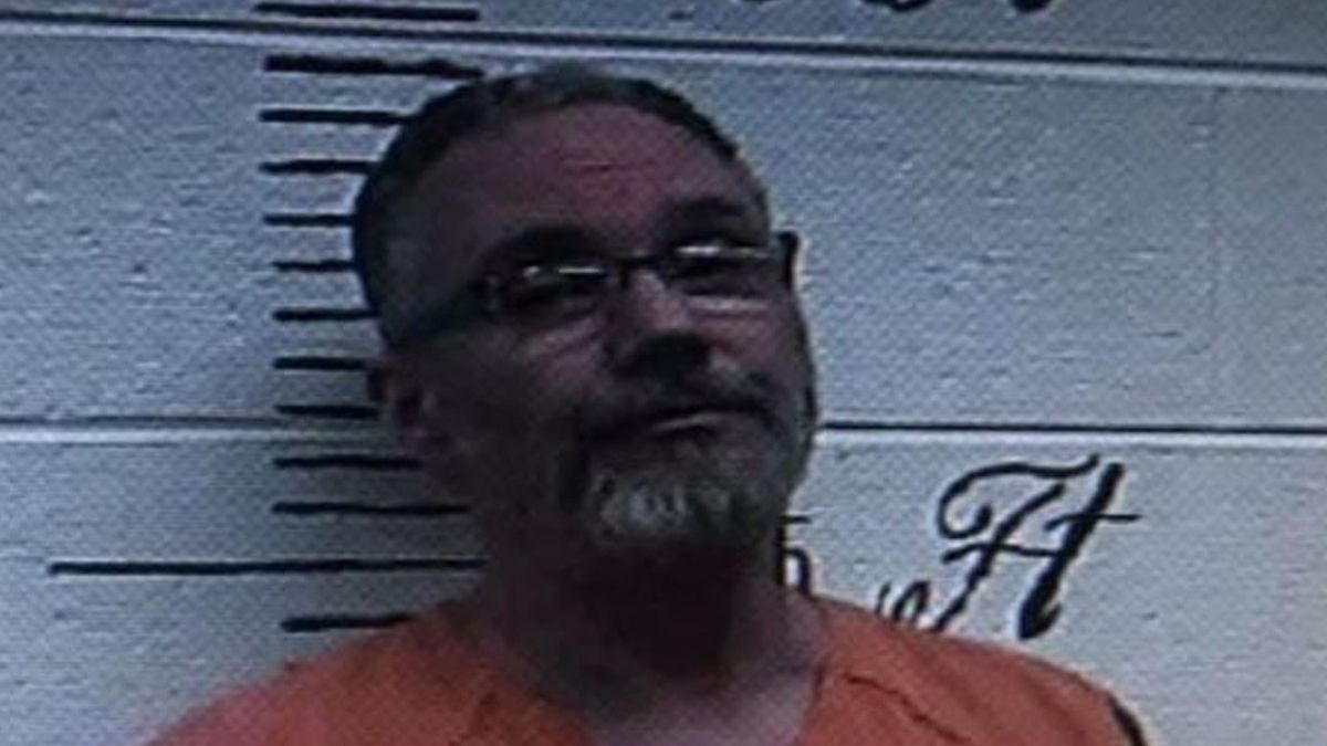Inmate on the run after walking off work detail in Crockett Co.