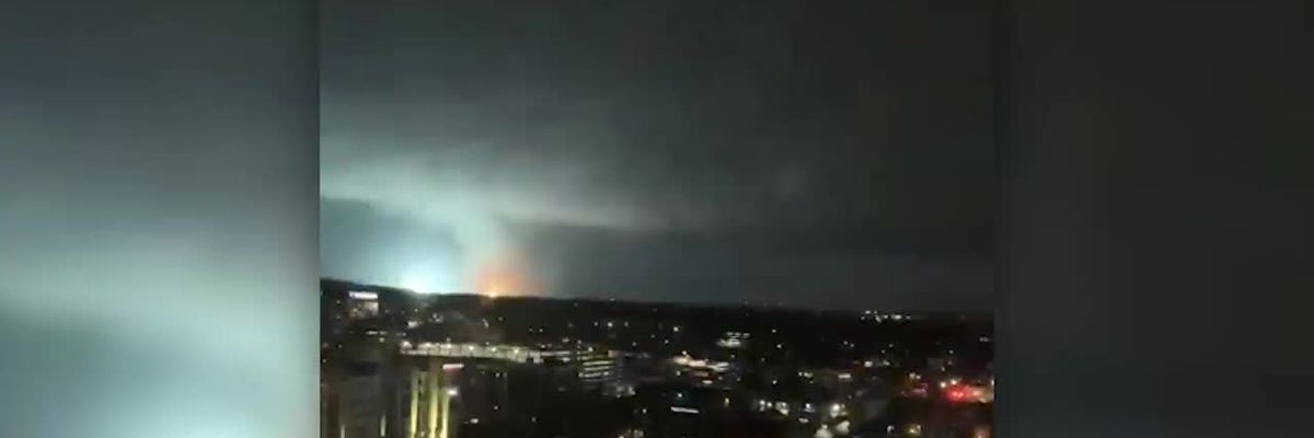 Cellphone video of Nashville tornado from 12th floor balcony