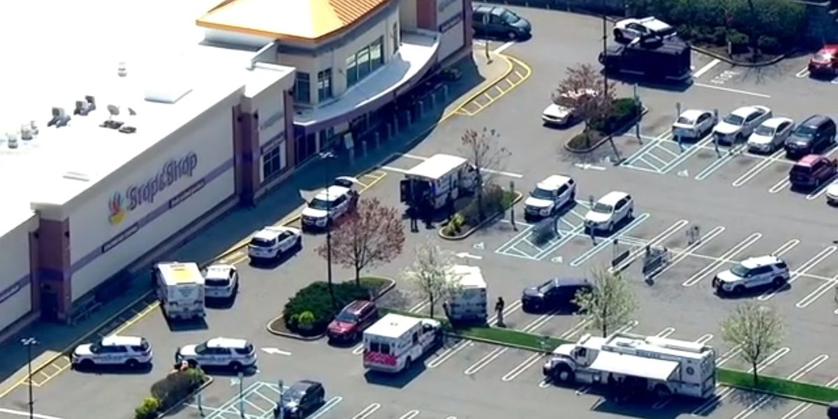 1 killed, 2 wounded in shooting at NY grocery store; suspect in custody
