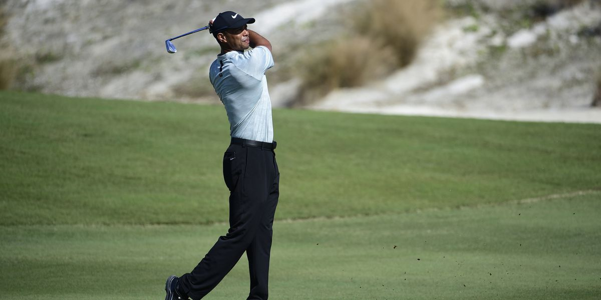 Tiger Woods struggles; Reed, Cantlay lead