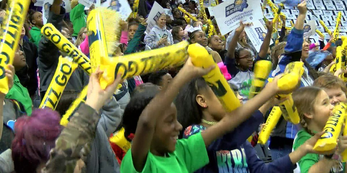 4,000 students rewarded for completing Grizzlies' reading challenge