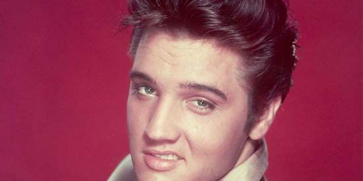 Elvis auction brings in $800K for Graceland