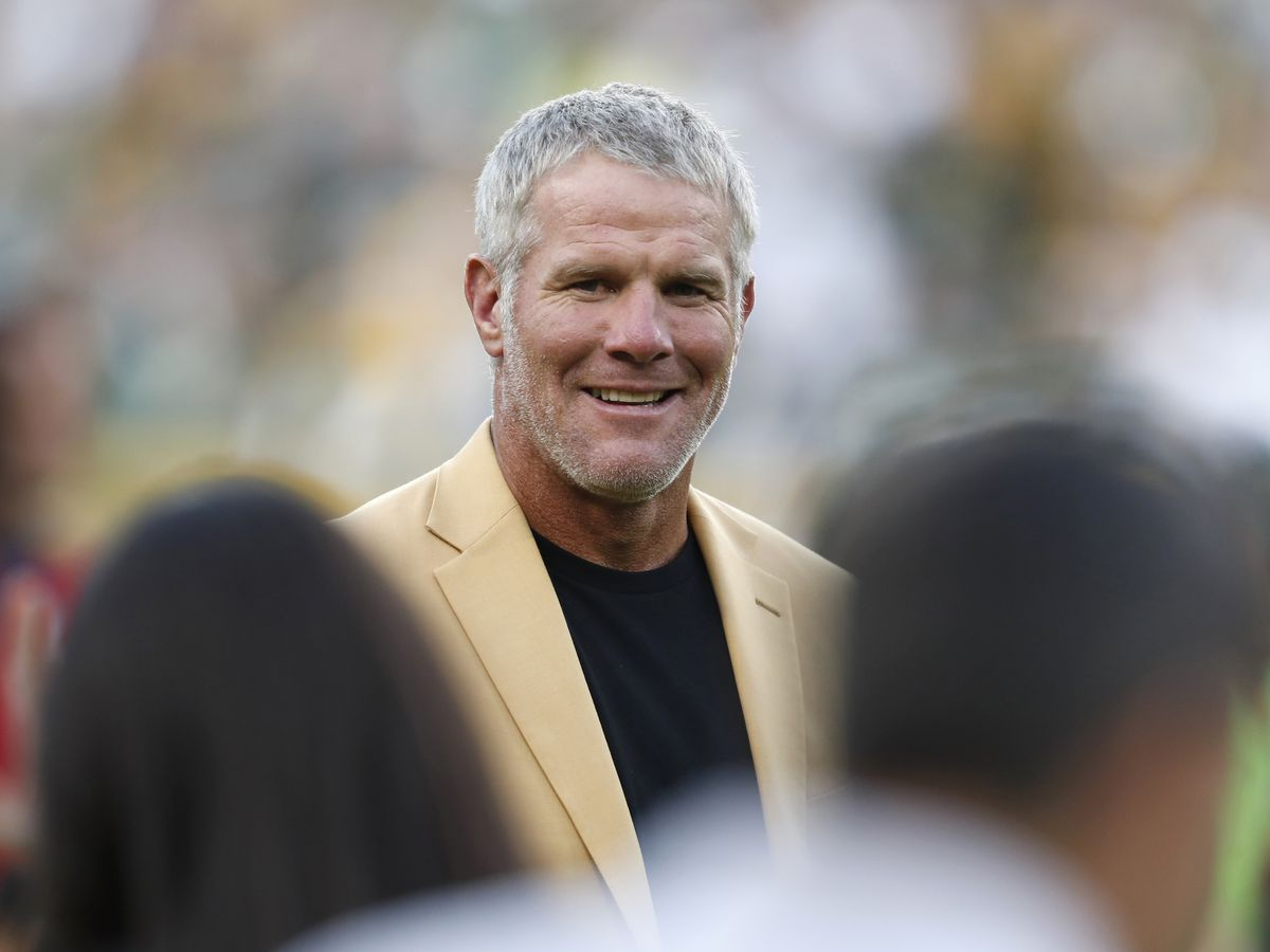 NFL Hall of Famer Brett Favre endorses Donald Trump for president