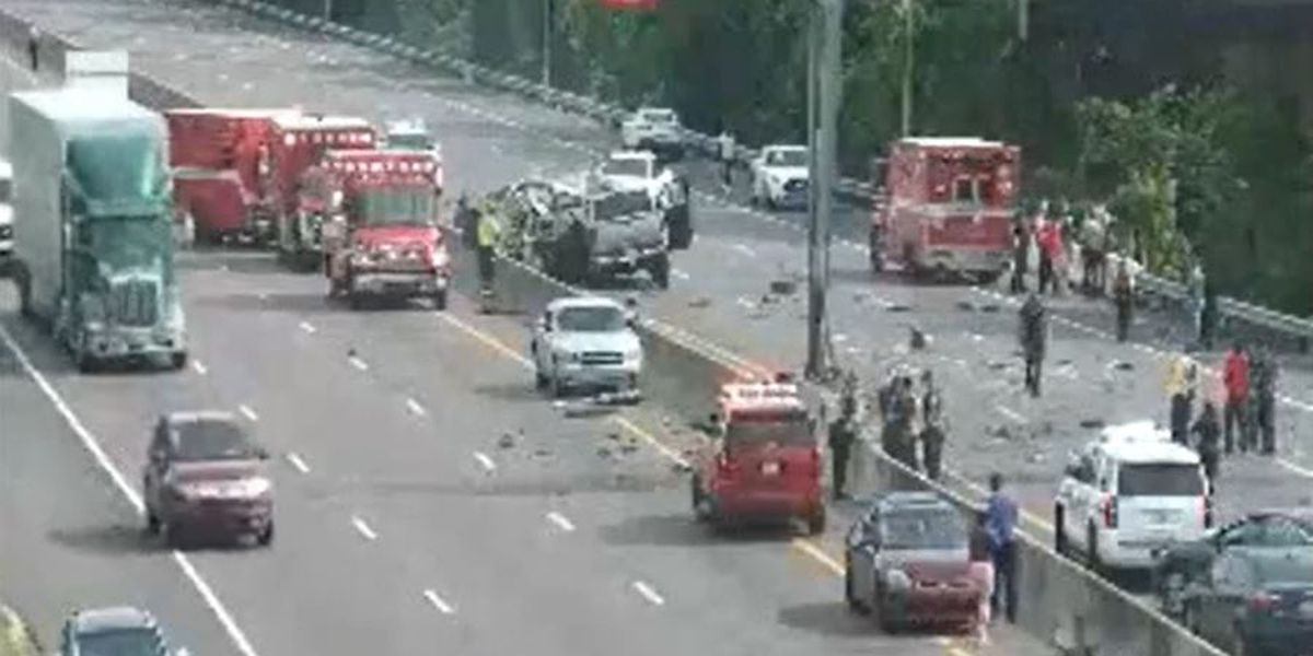 1 person dead, child taken to hospital after multi-car crash shuts down lanes on I-40 in Shelby County