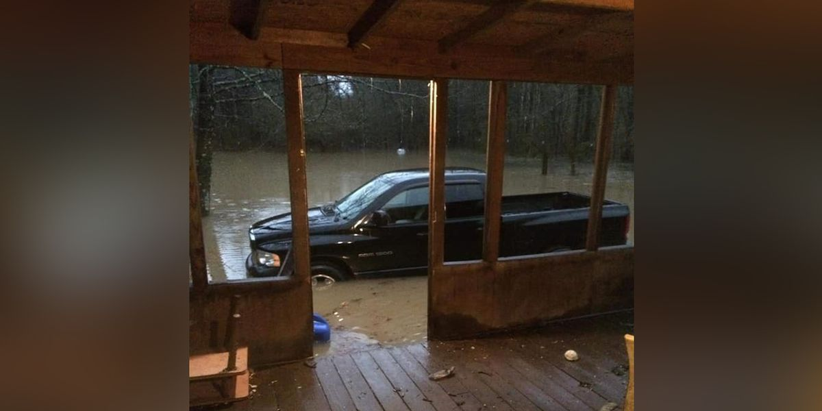 Floodwaters force some Mississippi residents to evacuate