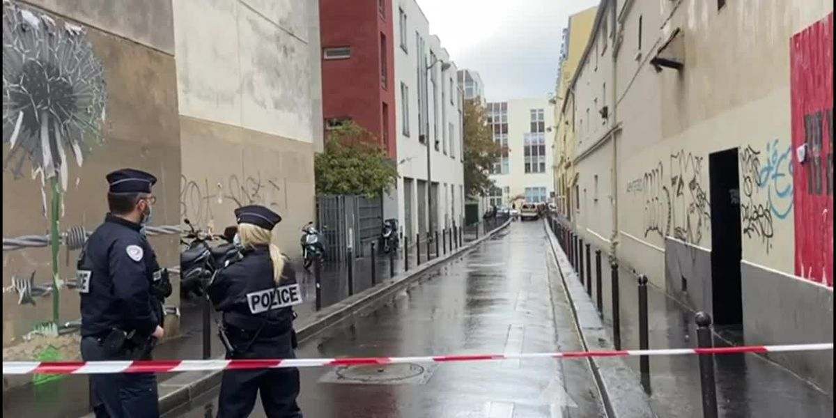 Paris police respond to stabbing attack