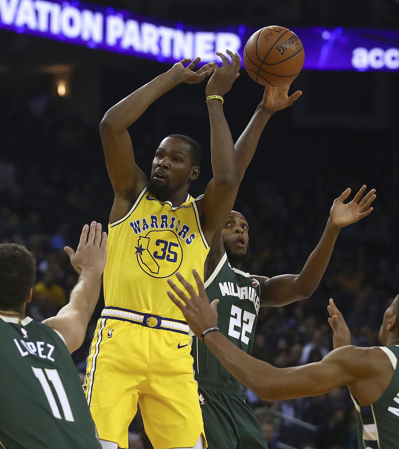 Golden State Warriors Coach: Curry Injured, Bucks Snap Warriors' 8-game Win Streak