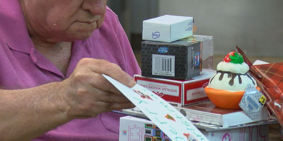 Senior citizens benefit from Jonesboro panhandler for holidays