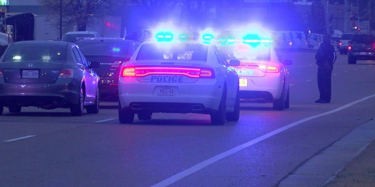 Suspect points gun at detective before arrest