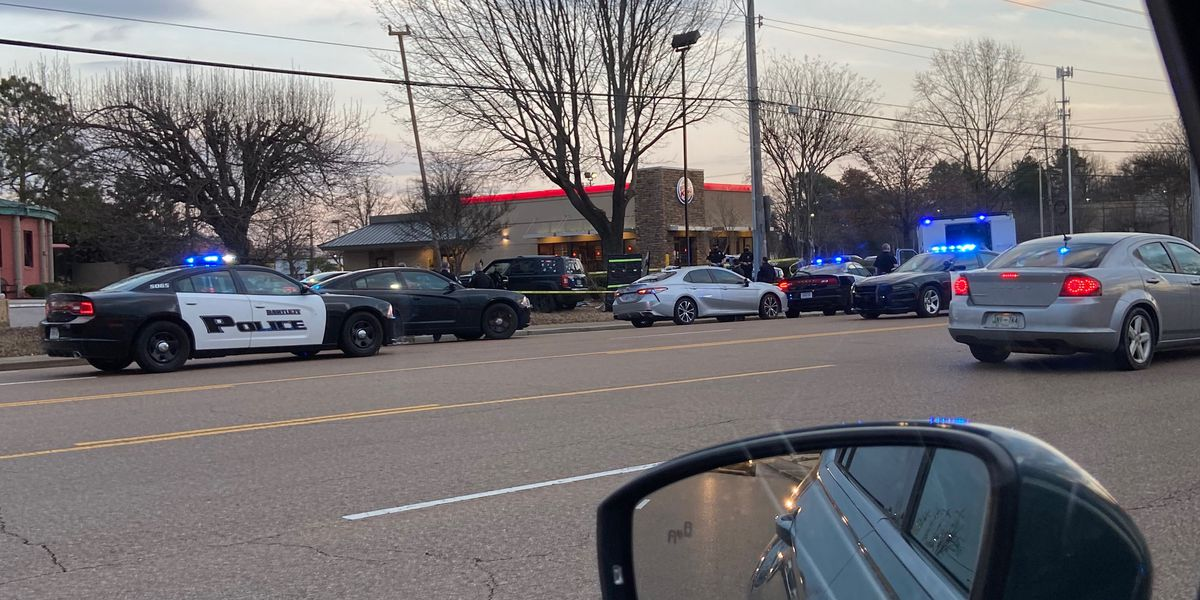 1 person killed in crash at Bartlett intersection