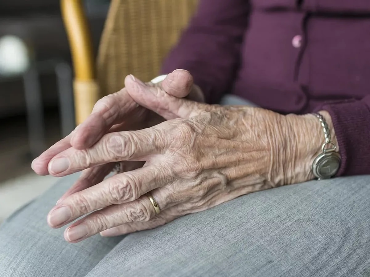 Best Life: Why more women are being diagnosed with Alzheimer's