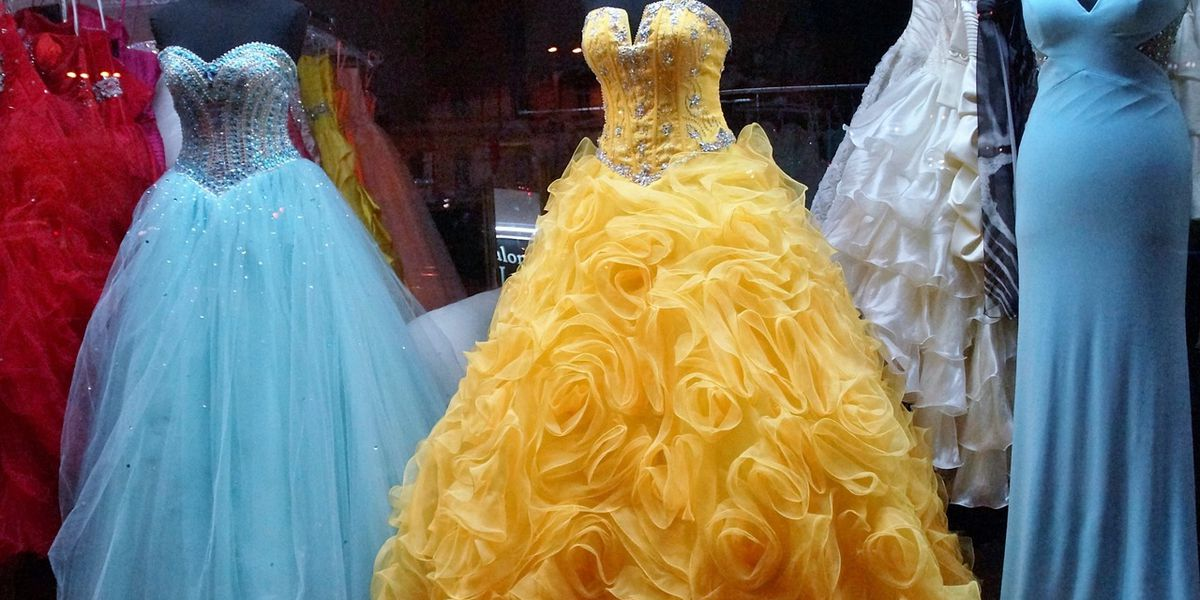 Couture Cares hosting 'Her Prom Closet Giveaway Experience'
