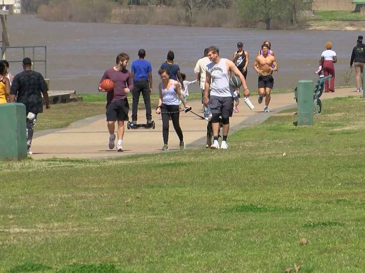 Mid-Southerners practice social distancing in spring weather
