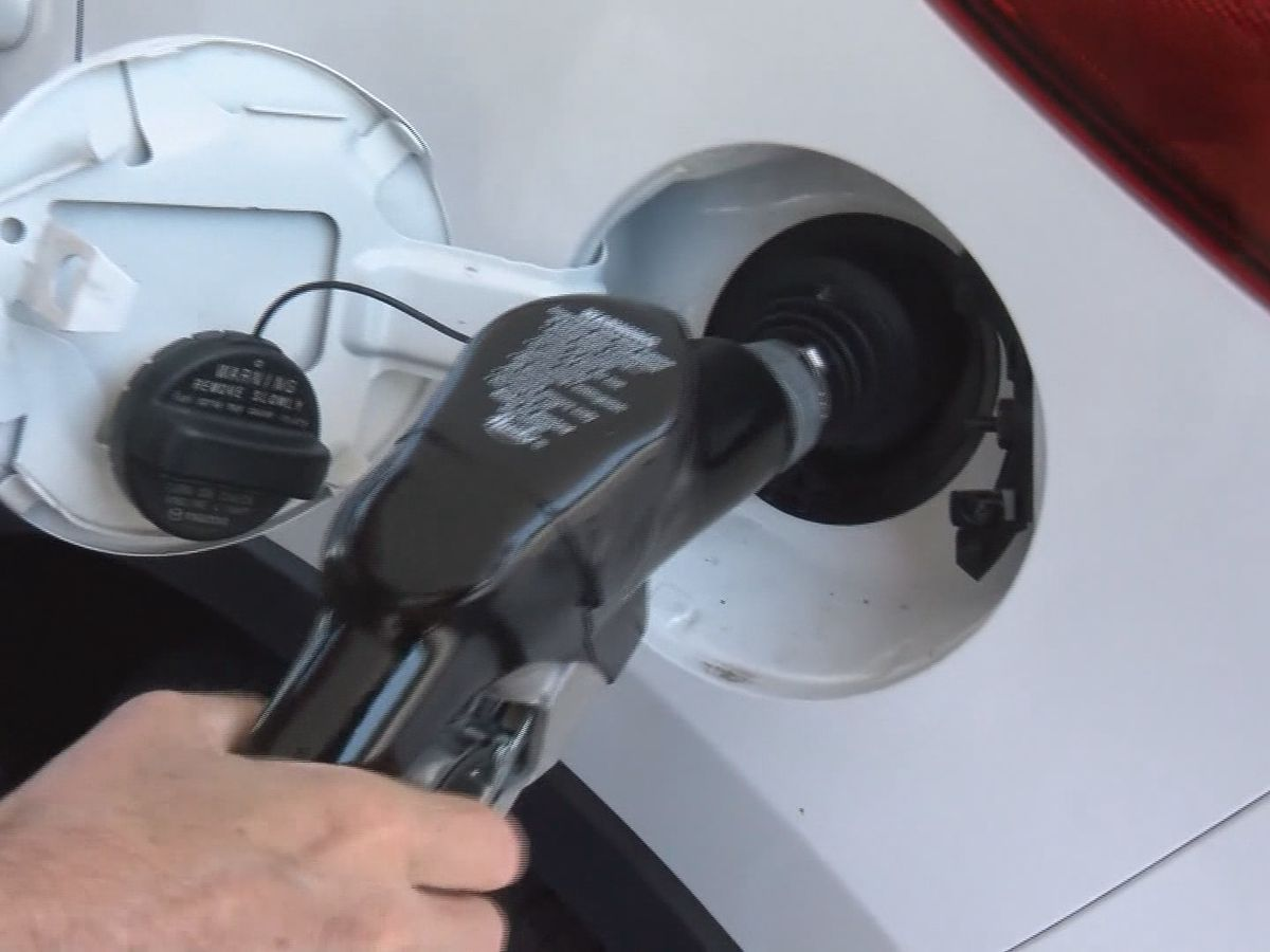 Fuel analyst: 'Enjoy falling prices while they last'