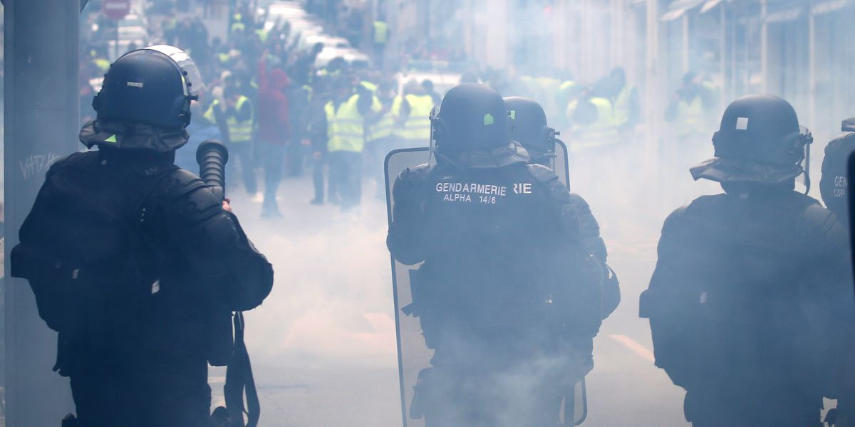 French govt offers 300-euro bonus to protest-weary police