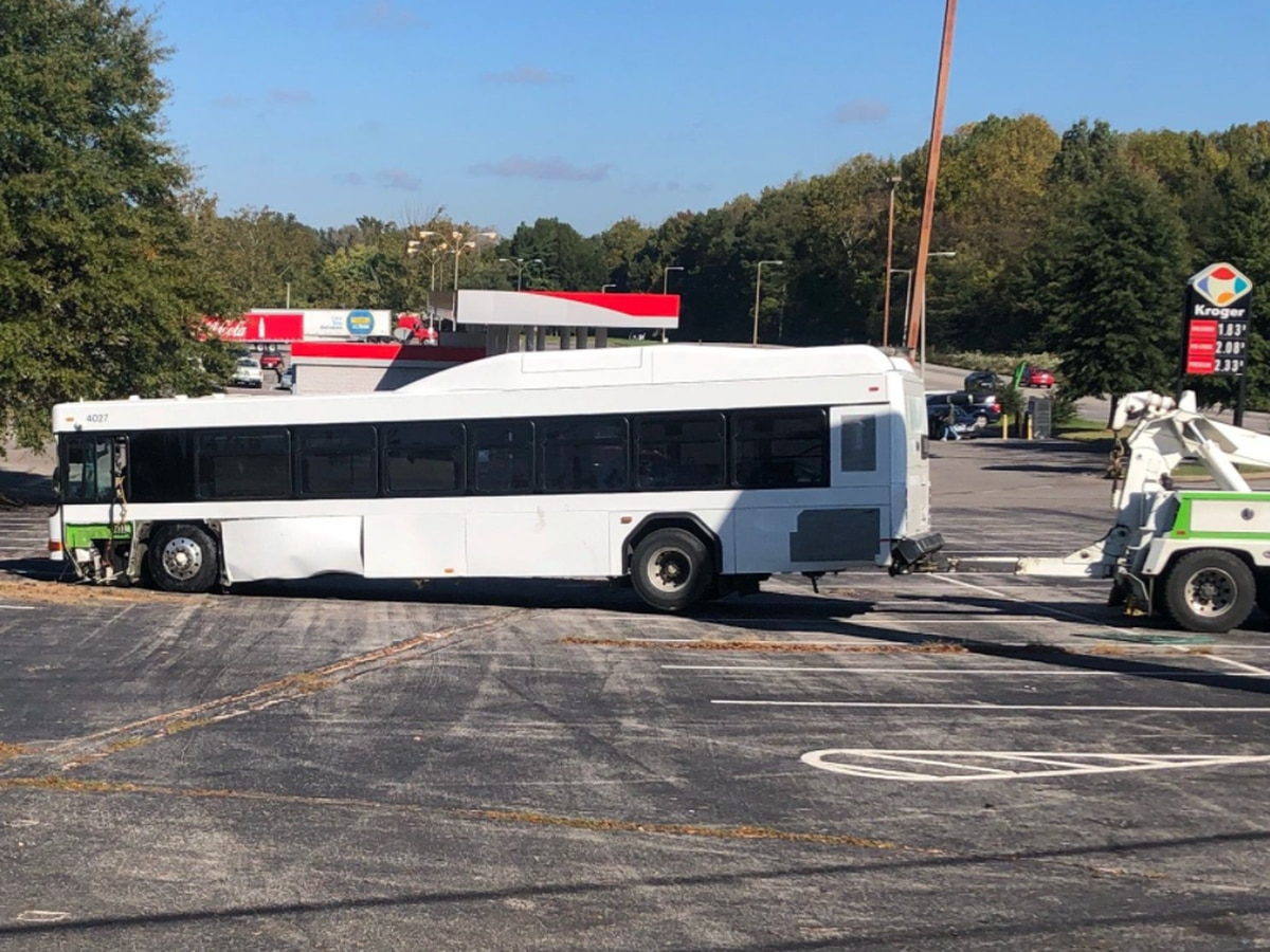 MPD: 5 injured after MATA bus crash in North Memphis