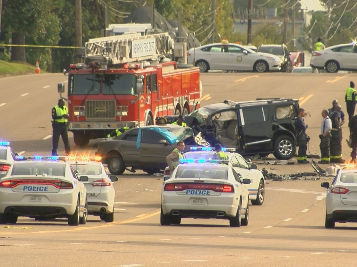 1 dead, 3 injured in crash on Shelby Dr