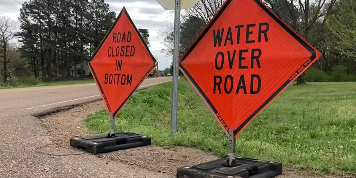 DeSoto Co. officials close roads due to flooding from heavy rain