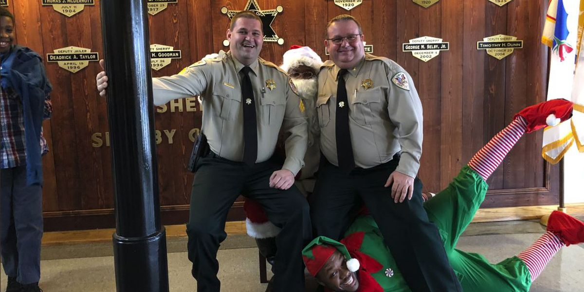 Deputy spends thousands of dollars on gifts for children
