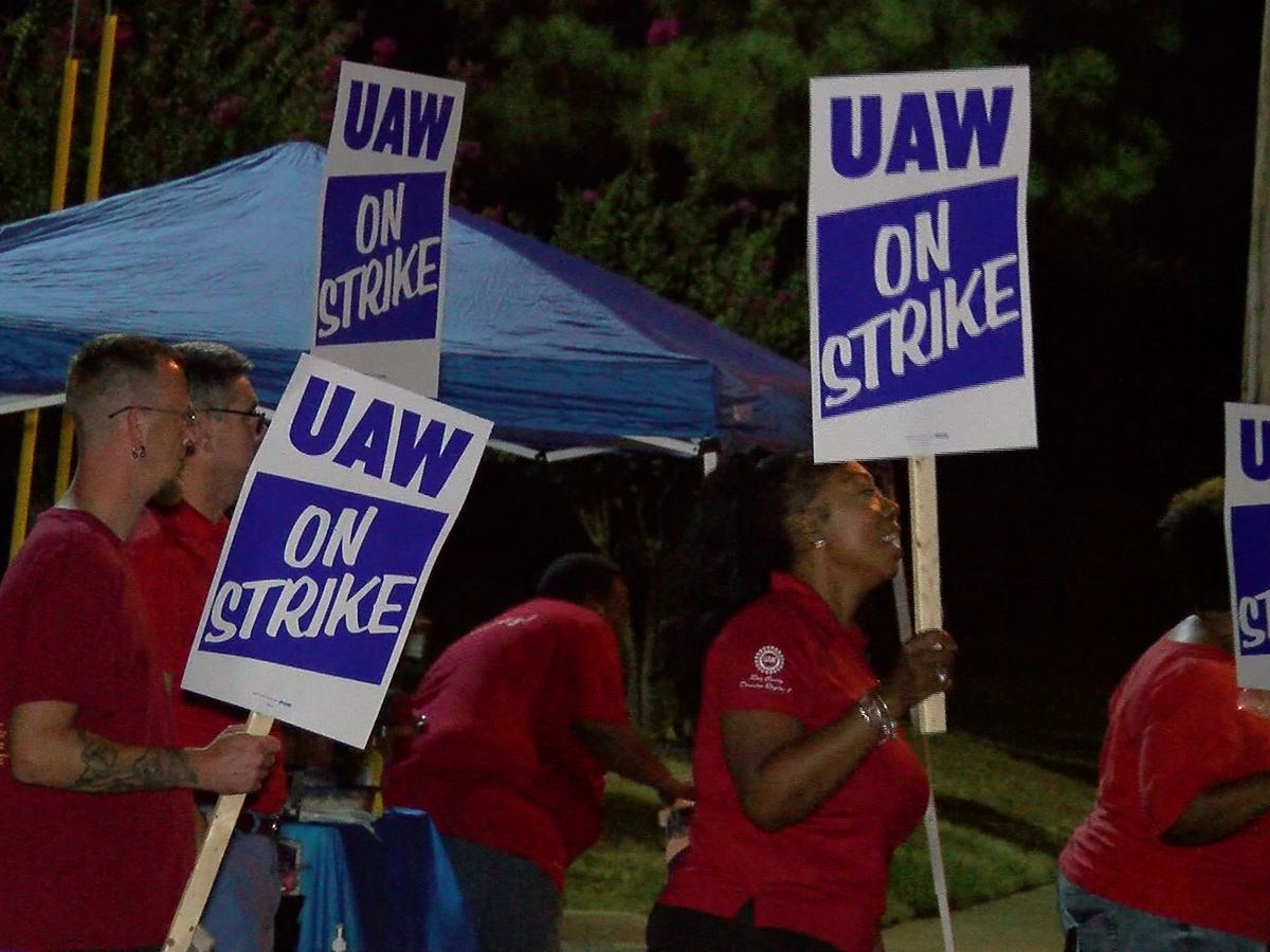 GM workers continue strike into second day