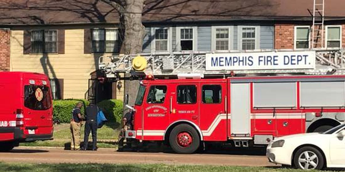 Firefighter injured battling fire at apartment complex