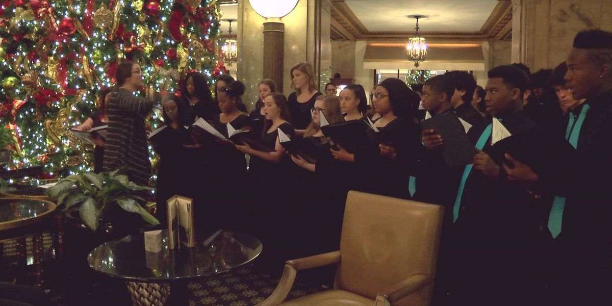 Southaven High choir serenades Peabody with Christmas carols