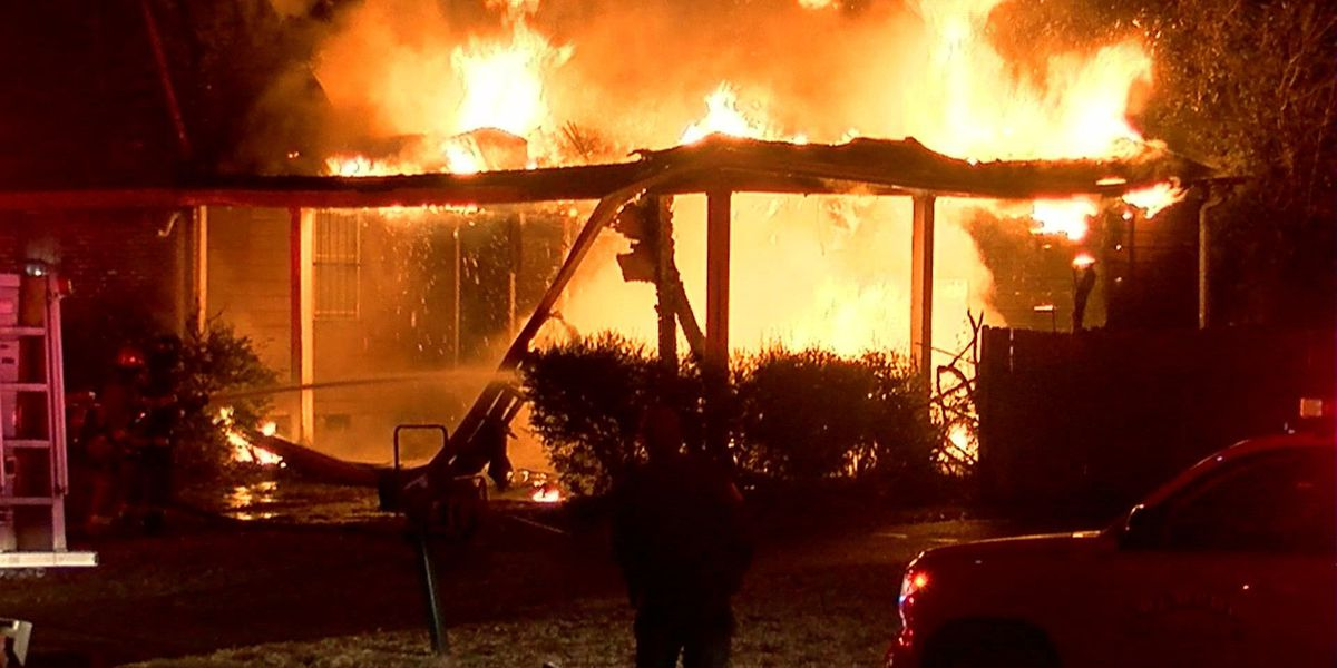 Early morning fire destroys Memphis home